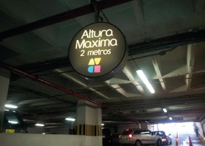 señal iluminada centro comercial Av Chile