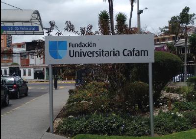 Aviso exterior universidad Cafam Bogota